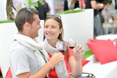 Par på händelsen för vinavsmakning royaltyfri foto