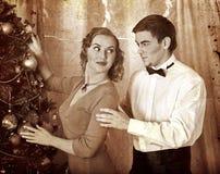Par på julpartiet Svartvitt retro Fotografering för Bildbyråer