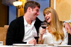 Par på restaurangen arkivbilder