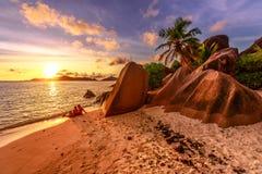 Par på Seychellerna La Digue arkivbilder