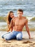 Par på stranden Arkivfoton