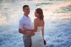 Par på stranden Arkivfoto