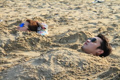 Par på stranden Royaltyfri Fotografi