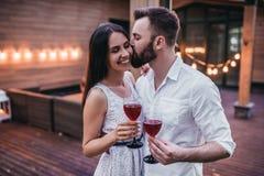 Par på terrass Arkivbild