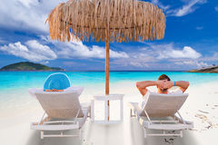 Par på tropiska ferier Arkivbild