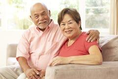 par returnerar den avslappnande pensionären tillsammans royaltyfria bilder