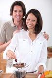 Par som äter Cherry Royaltyfri Fotografi