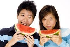 Par som äter melonen Arkivfoto