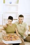 par som äter pizza Arkivfoto