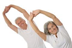 par som övar pensionären royaltyfria bilder