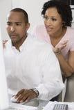 Par som angås om pengar Royaltyfri Foto