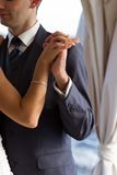 Par som dansar bröllopdansen Arkivbilder