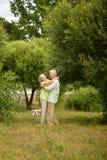 par som dansar den lyckliga pensionären Arkivbilder