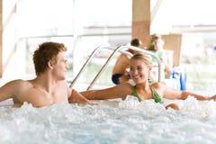 par som den varma pölen kopplar av simning, badar Royaltyfri Fotografi