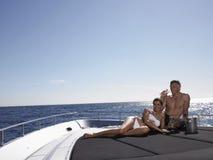 Par som dricker Champagne On Yacht Royaltyfria Foton