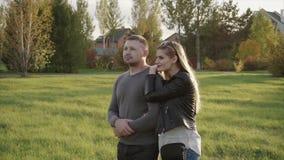 Par som går i hösten, parkerar arkivfilmer