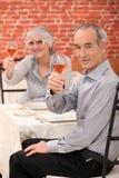Par som gör ett rostat bröd Arkivfoto