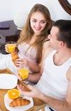 Par som har den sunda frukosten Royaltyfri Bild