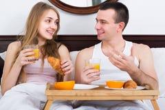 Par som har den sunda frukosten Arkivfoton