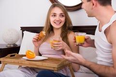 Par som har den sunda frukosten Royaltyfria Foton