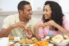 par som har home lunch Arkivbild