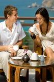 Par som har kaffe Fotografering för Bildbyråer