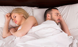 Par som har problem i säng Royaltyfri Foto