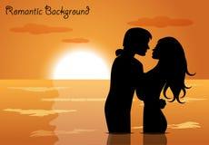 Par som är förälskade på solnedgången Arkivfoto