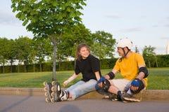 par som rollerblading fotografering för bildbyråer