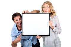 Par som rymmer den blanka bildramen Arkivbild