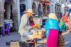 Par som säljer bröd, Essaouira Fotografering för Bildbyråer