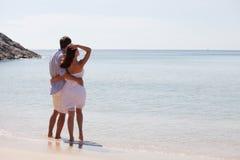 Par som ser havet Royaltyfria Bilder