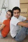 Par som sitts av stegen Royaltyfria Bilder