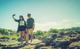 Par som tar selfies Fotografering för Bildbyråer