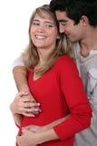 Par som tycker om ögonblick av mjukhet Royaltyfri Foto