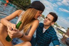 Par som tycker om på ett fartyg Royaltyfri Foto