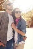 par som utomhus älskar Royaltyfria Bilder