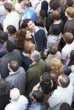 Par som vänder mot den annan riktningen från den multietniska folkmassan Royaltyfria Foton