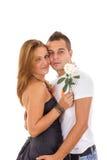 Par som var förälskade med, steg between Arkivfoto