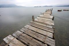 Par y un barco Fotografía de archivo libre de regalías