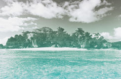 Paraíso abandonado de la playa en Seychelles Imagenes de archivo