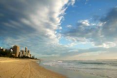 Paraíso Australia de las personas que practica surf Imagen de archivo libre de regalías