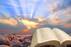 Paraíso claro espiritual dos milagre de jesus do deus do céu do céu dos raios do sol da Bíblia divina imagem de stock