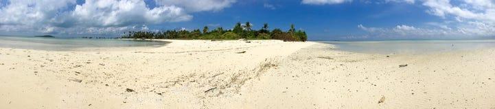 Paraíso da ilha na ilha de Maiga Fotos de Stock