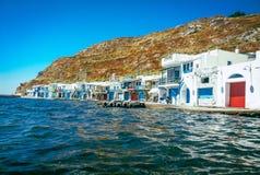 Paraíso de Grecia del mar de las casas del pescador imagen de archivo