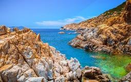 Paraíso de rocas en la playa imagenes de archivo