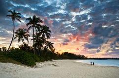 Paraíso del Caribe tropical de la playa de la arena en la puesta del sol Foto de archivo libre de regalías