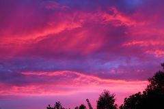 Paraíso del cielo de la salida del sol de la frambuesa fotografía de archivo libre de regalías