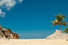 Paraíso en la isla tropical remota Fotos de archivo libres de regalías
