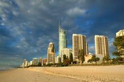 Paraíso Gold Coast de las personas que practica surf Imagenes de archivo